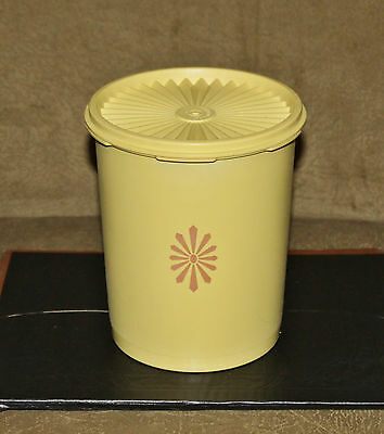 Vintage Tupperware Yellow Servalier Canister With Lid 809    8 Cup