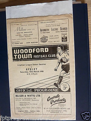 Match Programme Woodford Town v Aveley 57/58