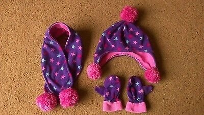 Girls hat scarf and mittens set age 2-4 years.