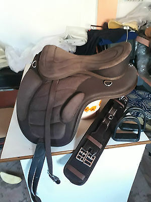 full suede synthetic treeless saddle 17'' Brown
