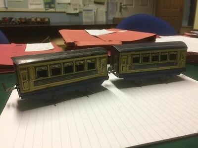 Wells Brimtoy 2 Vintage Tinplate Coaches O Gauge Rare Items