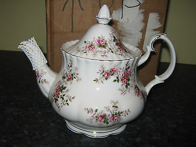 Royal Albert LAVENDER ROSE  Large TEAPOT  Vintage china 1st QUALITY 2.5 pt