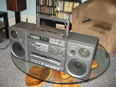 Panasonic RX-DT680 Boombox with CD and Dual Cassette