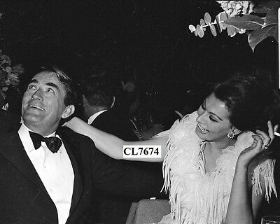 Gregory Peck and Sophia Loren at the Academy Awards Photo