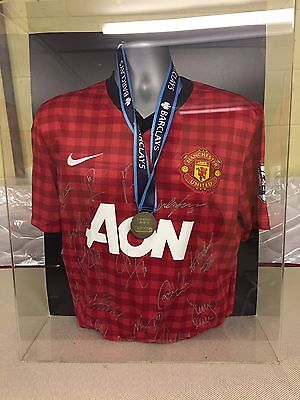 Manchester United Signed Shirt In Display Box