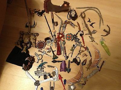 Lot 68 PIECES PARTS ACCESSORIES WEAPONS SKULL MCFARLANE'S /Other ACTION FIGURES