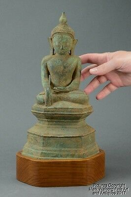 Burmese Bronze Seated Buddha, Lotus Bud Top Knot, 18th Century or Earlier