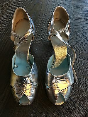 Leo's Vintage Silver  Butterfly Dance Shoes  US Women's 8 M Center Stage
