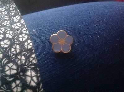 FORGET ME NOT flower shaped vintage 1940s Help the aged enamel pin brooch BADGE