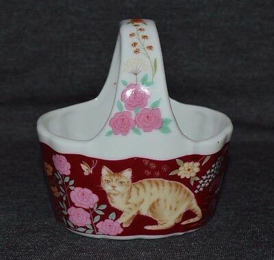 Vin. Porcelain Small Oval Basket Red/white Background With Kitten And Flowers