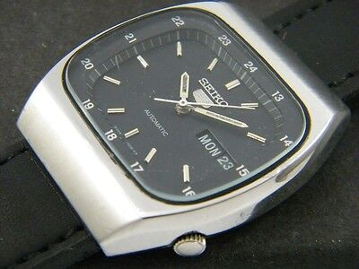 VINTAGE SEIKO 5 AUTOMATIC JAPAN MEN'S DAY/DATE WATCH lot861-a52803