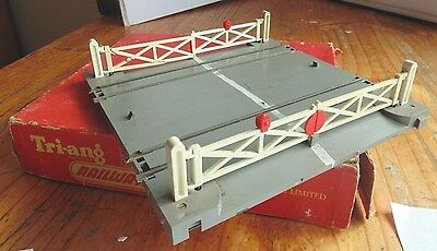 Triang R170 B.R. Level Crossing Electronic Boxed