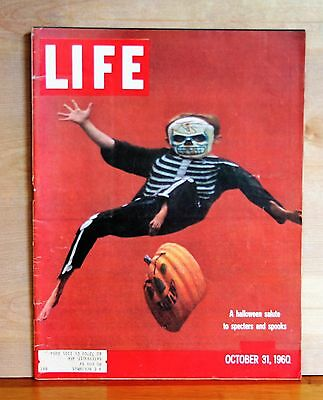 LIFE MAGAZINE October 31 1960 HALLOWEEN issue VERY CLEAN and complete vg