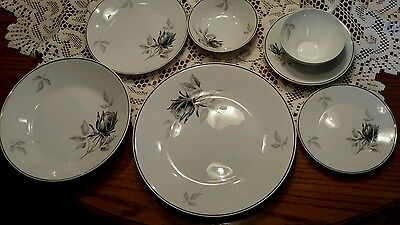 Beautiful Mint Condition  95 Piece Rosenthal #3489 Bettina Black/gray Rose