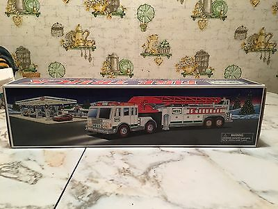 New Never Used Or Opened 2000 Hess Fire Truck   MIB