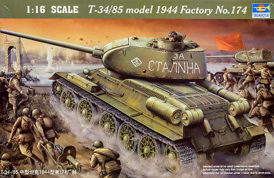 T-34 / 85 model 1944 No. 174 Panzer Sowiet Tank 1:16 Model Kit Trumpeter 00904