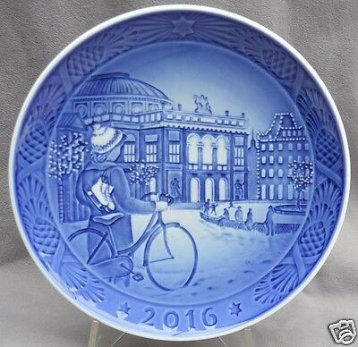 ROYAL COPENHAGEN 2016 Christmas Plate New in Box – Ice Skating in Copenhagen