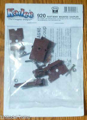 Kadee #920 (#1 Scale) Body Mount w/Standard Draft Gear Box (brown) 1 Pair