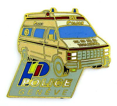 Pin's pin badge ♦ VEHICULE AUTOMOBILE POLICE SUISSE GENEVE