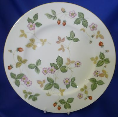 """A Wedgwood 'wild Strawberry' 10¾"""" Dinner Plate"""