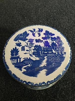 Vintage Collectors Wooden  Cotton Reels - (34)- Rare -  Willow Pattern Tin