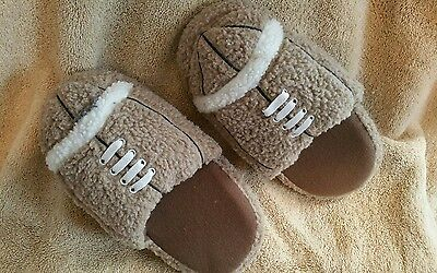 Youth Baseball slippers Old Navy Size Medium (12/13) Tan