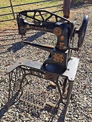 w Vtg SINGER 29-4 Industrial Cobbler Leather Patcher TREADLE SEWING MACHINE