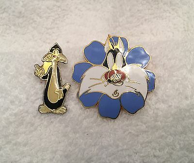 Lot OF 2 SYLVESTER CAT Flower Bee Lapel Hat Pinback Pins
