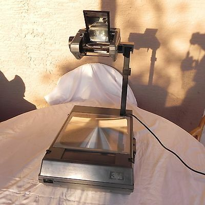 3M 2000-Series Foldable Briefcase Overhead Projector  Works Great