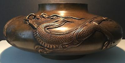 ANTIQUE JAPANESE BRONZE DRAGON VASE WITH SIGNATURE. MEIJ (c.1900).