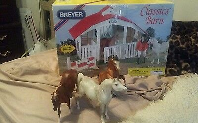 Breyer Classic Barn and 3 horses!