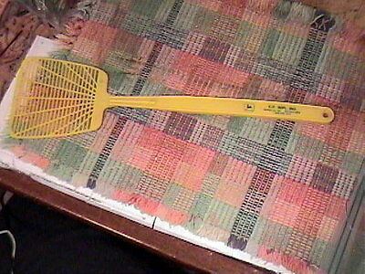 Vintage Yellow Plastic Advertising John Deere Implement Company Fly Swatter !!