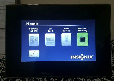 """7"""" Insignia Digital Photo Picture Frame Model NS-DPF7G WIth Remote"""