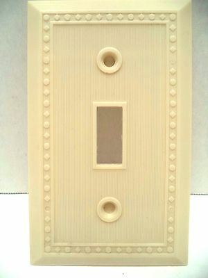 Ivory single switch plate cover vintage bakelite ribbed line art deco border USA