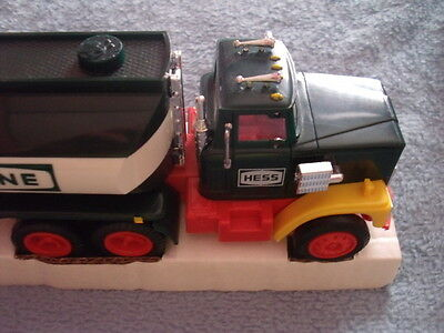1984 Hess Truck Bank  - Working Lights -Missing 1 Mirror    In Box
