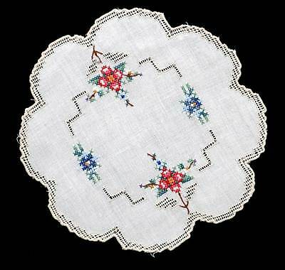 Vintage embroidered pretty floral & drawn threadwork doily measuring 19cm