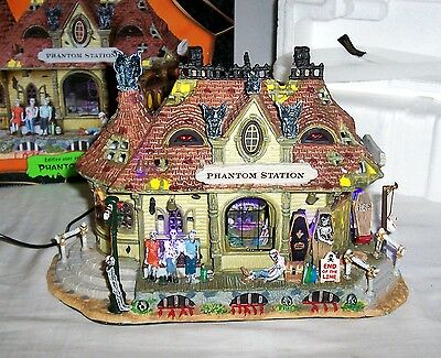 New 2008 Michaels Lemax Spooky Town Collection Phantom Station - Musical & Light