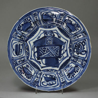 Antique Ming Chinese blue and white kraak plate, Wanli (1573-1619)