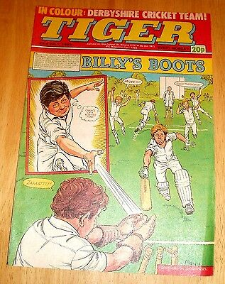 Tiger Comic 1983 With  Derbyshire C.c.c. Team Photo Poster Page