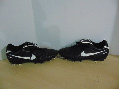 Soccer Shoes Cleats Mens Size 11.5 Nike Tiempo Black White