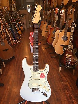 Fender Classic Player '60s Stratocaster Sonic Blue Electric Guitar w/ deluxe gig