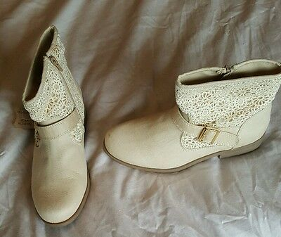 BRAND NEW Ladies Boots (size 4.5)