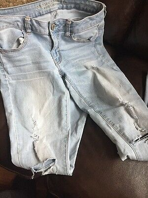 Woman's AMERICAN EAGLE Light Wash Jegging Jeans  Size 6 Super Stretch Distressed