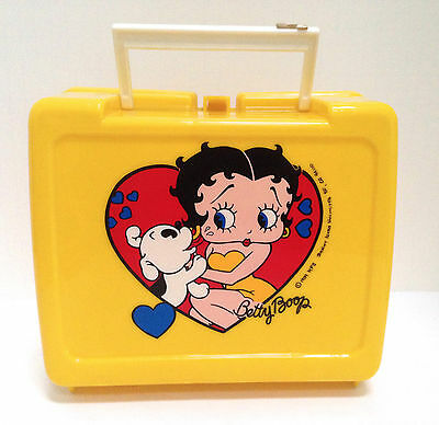 BETTY BOOP VINTAGE PLASTIC COLLECTIBLE YELLOW LUNCH BOX 1989 Heart Design