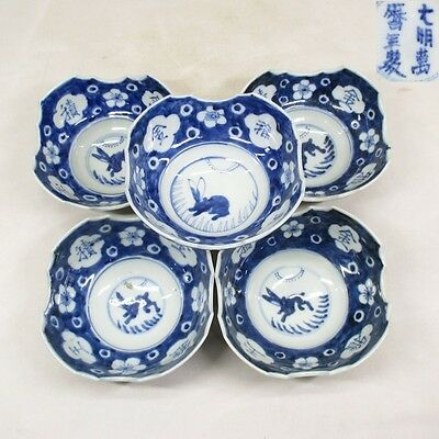 B046: Chinese blue-and-white porcelain plate with popular rabbit painting