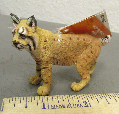 Safari Ltd #297029 bobcat lynx Figurine, 2.5 inches long, beautiful collectible