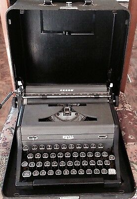Vintage ROYAL Arrow Portable Typewritter With Glass Top Keys and Case