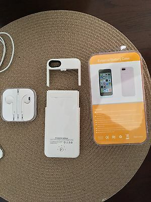 Apple iPhone 5 - 16GB - White & Silver  Sprint Smartphone With NEW Charging Case