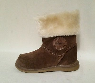 New Girls Clarks Snuggle Fun Brown Suede Genuine Leater Boots Infants