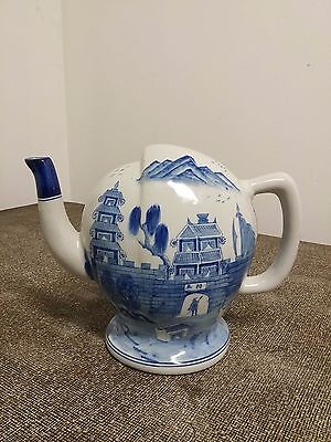 Early 19th Century Antique Chinese Blue and White Porcelain Teapot